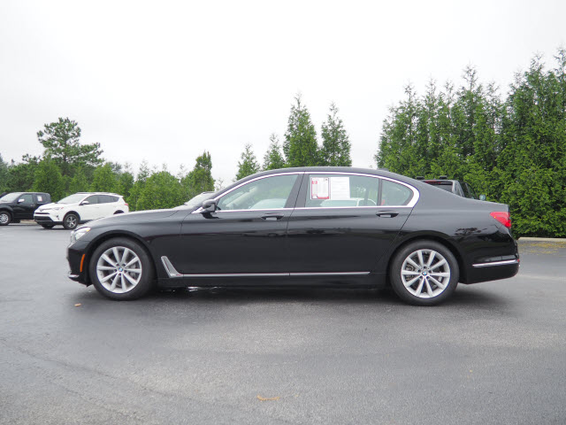 Pre-Owned 2019 BMW 7 Series 740i